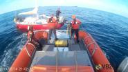 VIDEO. Zeilboot met negen Albanezen krijgt motorpech voor kust van Oostende: transmigranten waren wellicht op weg naar Verenigd Koninkrijk