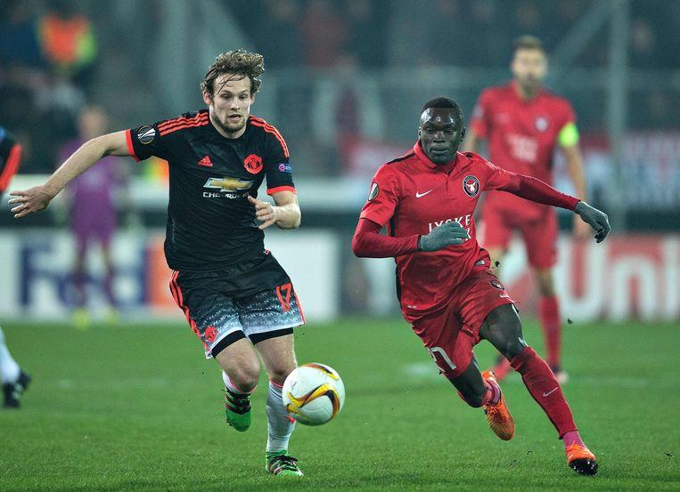 Daley Blind in actie voor Manchester United in het eerste duel met FC Midtjylland. Beeld afp