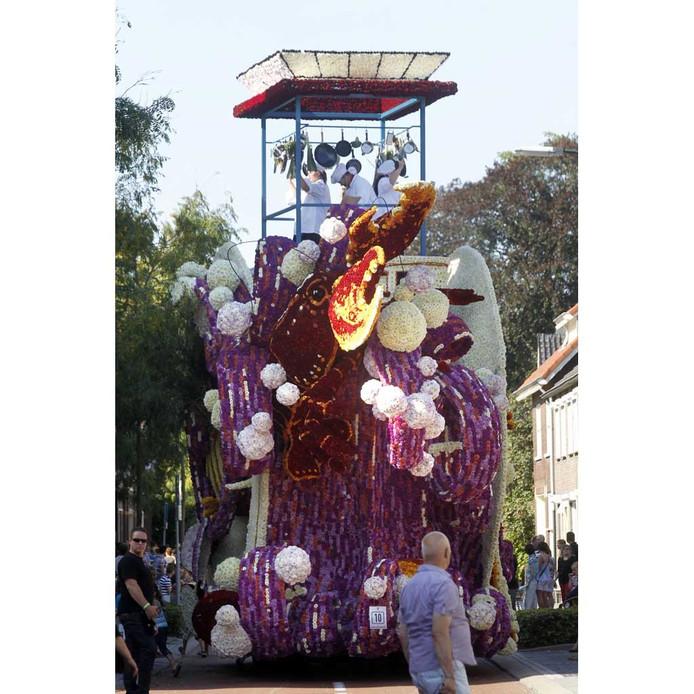 De winnende wagen 'De Branding' van buurtschap Kerkakkers. foto Jurriaan Balke