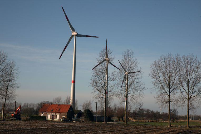 Windmolens langs de N49 in Maldegem. De gemeente wil graag haar landelijk karakter en uitzicht bewaren.