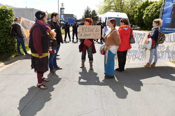 Het voomalig open terugkeercentrum in Holsbeek werd - onder protest - officieel ingehuldigd en zal vanaf nu dienst doen als gesloten centrum voor vrouwen.