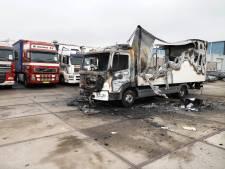 Alwéér vrachtwagens in brand in Nijmegen: 'Ik heb geen idee in welke hoek ik het moet zoeken'