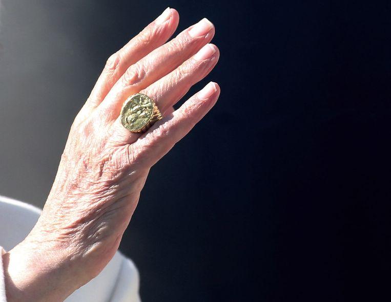 De pauselijke zegelring Beeld getty