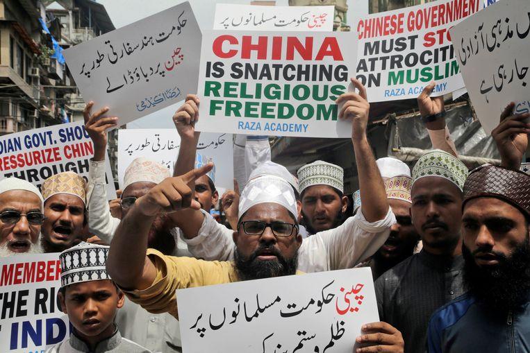 Indische moslims tijdens een protestactie tegen de Chinese overheid in Mumbai. Beeld AP