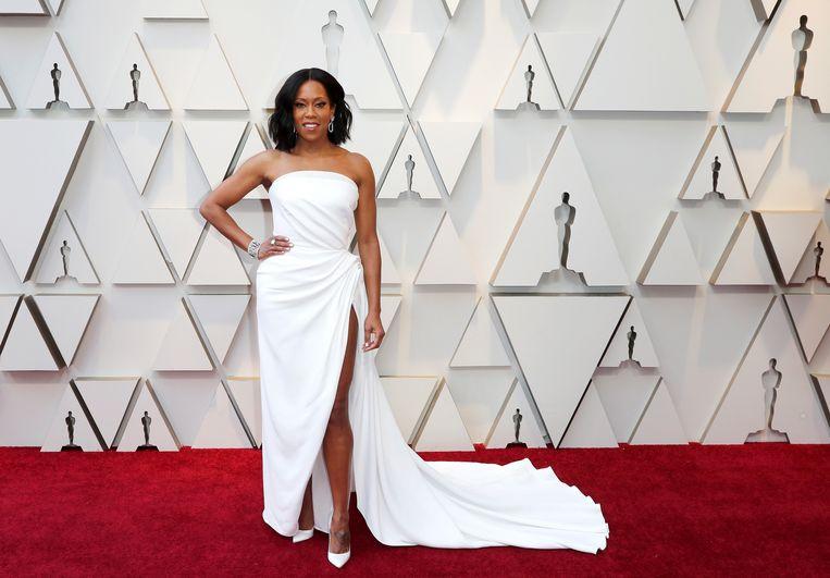 Actrice Regina King - genomineerd voor 'beste vrouwelijke bijrol' voor de film 'If Beale Street Could Talk' - koos voor een witte jurk met een torenhoge split van Oscar de la Renta.