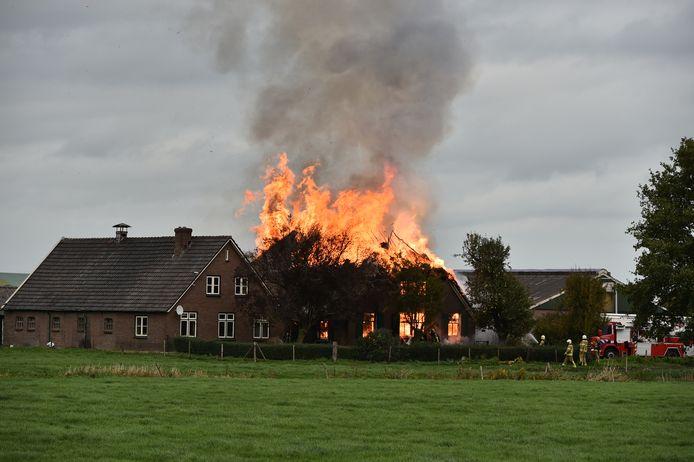 Uitslaande brand in een woonboerderij bij Terwolde.