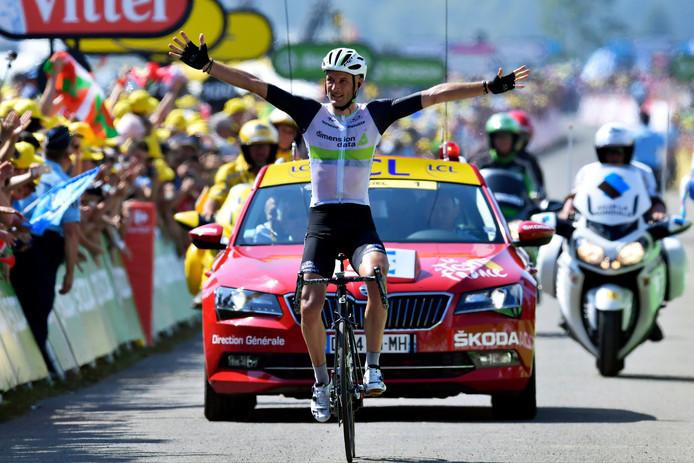 Steve Cummings komt in de zevende rit van de Tour in 2016 alleen aan in Lac de Payolle. Van de zes ritten ervoor, won Dimension Data-ploeggenoot Mark Cavendish er drie.
