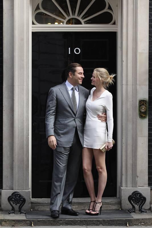 David Walliams met zijn echtgenote, het Nederlandse topmodel Lara Stone, twee weken geleden te gast bij de Britse premier Cameron op Downing Street 10.
