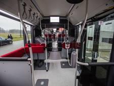 Brabantse politici met de bus door Nuenen
