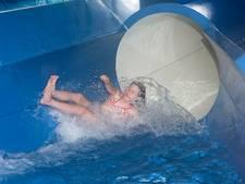 Drukte bij zwembad Wageningen door lerarenstaking