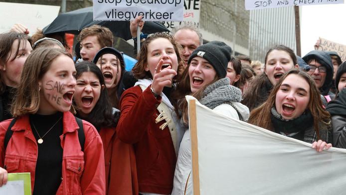 Grève mondiale pour le climat: manifestation le 15 mars 2019 à Bruxelles en présence des figures de proue du mouvement Youth for Climate Anuna De Wever et Adélaïde Charlier.