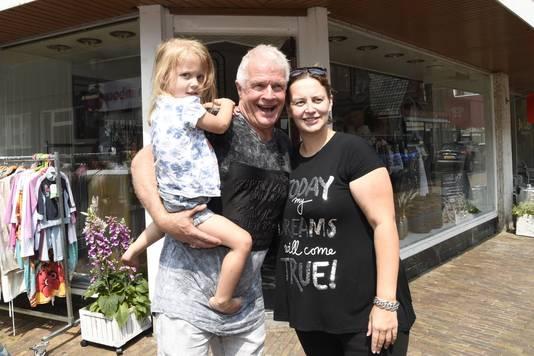 Peter Jan en Virginia met dochtertje Djelisa.