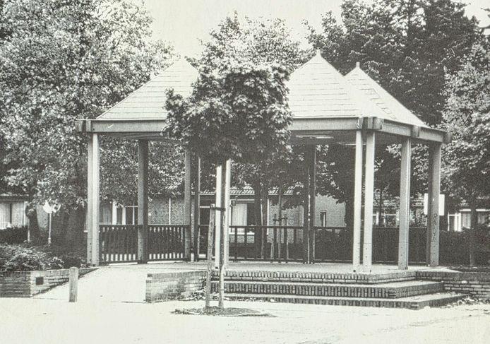 De oude kiosk op het plein waar de ontwerpen van Bedaux de Brouwer naar verwijzen.