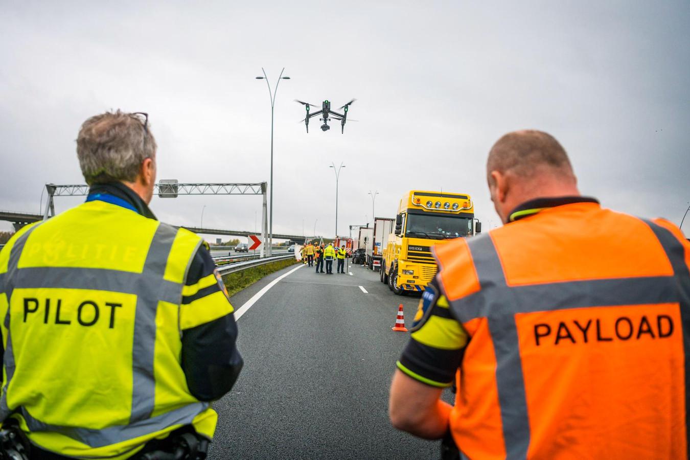 Het ongeval op de A2 wordt onderzocht door de politie.