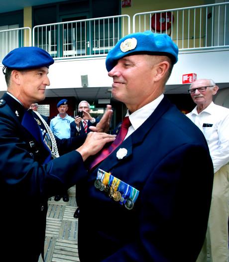 Veteranen zetten oud-strijder Koos uit Dordrecht in het zonnetje