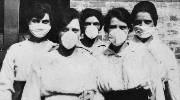 In de Australische stad Brisbane gingen vrijwilligers in 1919  van deur tot deur om mensen te helpen die waren getroffen door de Spaanse griep. Beeld EPA