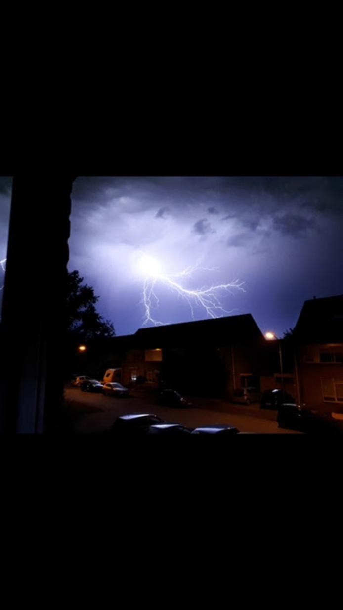 Lezer Tim Vos zag het onweer in Sprang-Capelle.