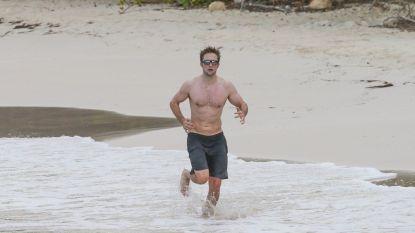 Robert Pattinson toont zijn afgetrainde lichaam