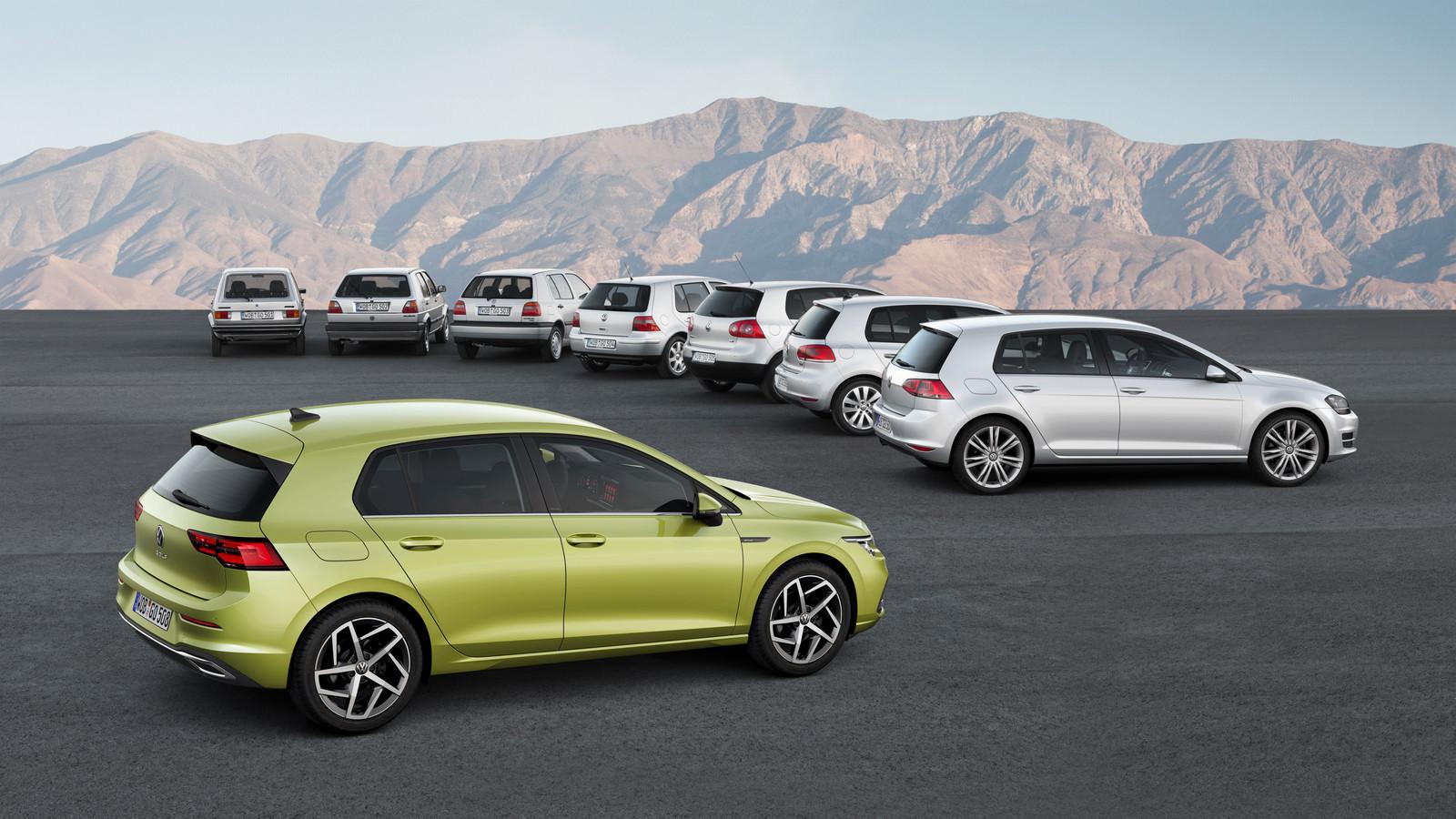 De Volkswagen Golf 8 met zijn zeven voorgangers.