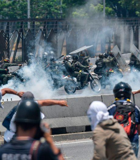Heurts entre forces de l'ordre et partisans de Guaido à Caracas