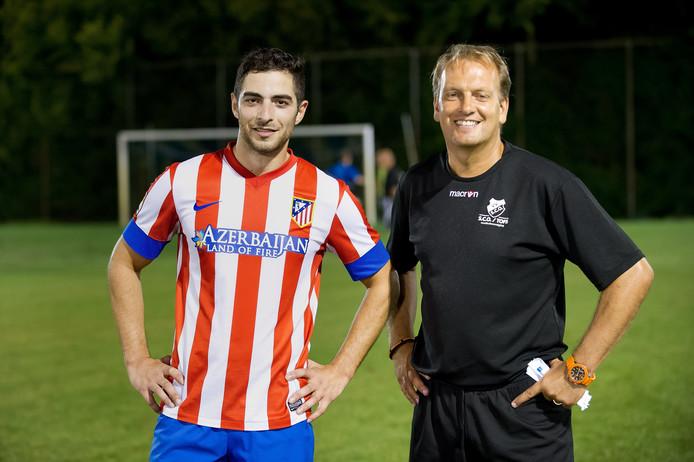 Trainer Freddy Kruijs en speler Huseyin Efe, die overkwam van rivaal TSC.