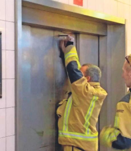 Winkeliers De Savornin Lohmanplein zijn 'bouwval' nu echt zat: lekkages en kapotte lift