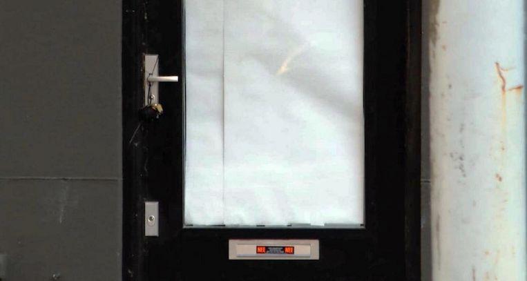 Het explosief hing aan de deurklink van het pand. Beeld .