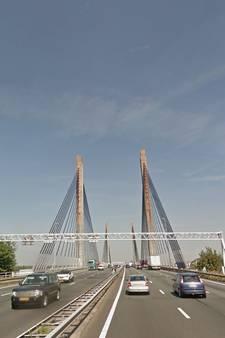 Achterstallig onderhoud bij kwart van grote bruggen; bespreking Merwedebrug ná de zomer