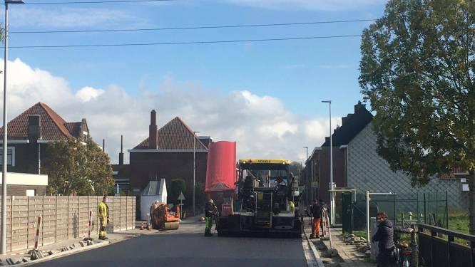 Vrachtwagen rijdt hoogspanningslijn aan: duizenden gezinnen dik anderhalf uur zonder stroom