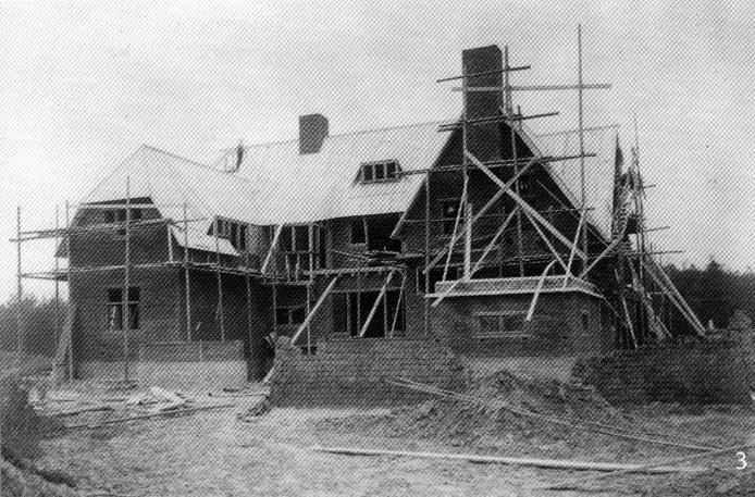 De bouw van landhuis De Wielewaal in 1933.