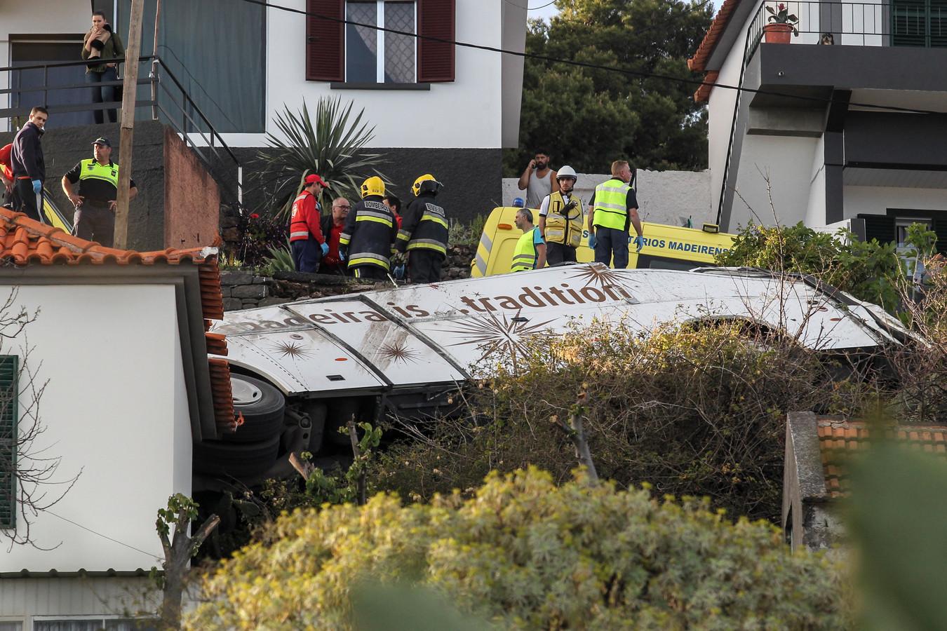 De verongelukte bus op Madeira.