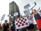 VIDEO: Honderden boeren en milieu-activisten protesteren bij provinciehuis
