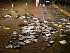 Boze man gooit honderden videobanden op straat in Vlijmen, moet alles zelf opruimen