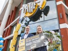 Irene van de Kamp miljoenste bezoeker van Pathé Zwolle: 'Ik word overvallen!'