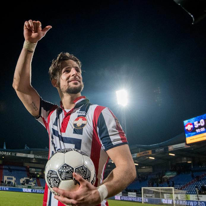 Fran Sol  maakte nog wel een apart gebaar naar de harde kern van Willem II om zijn hattrick te vieren.