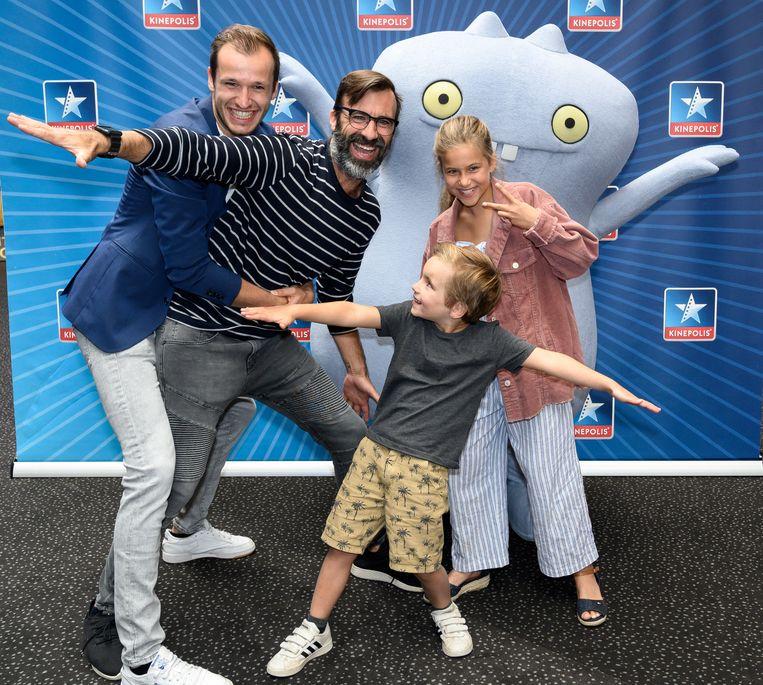 Jan Schepens met kinderen Milla en Matisse en acteur Michiel De Meyer