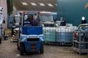 Specialisten zijn druk in de weer met de ontmanteling van het drugslab aan de Zesweg in Wijchen.
