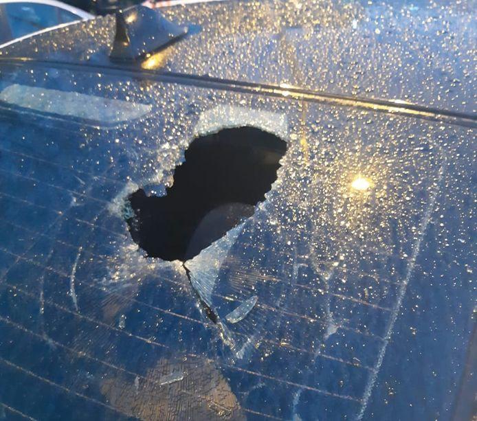 Meerdere auto's zijn vernield aan de Fuutlaan en de Raiffeisenstraat in Eindhoven