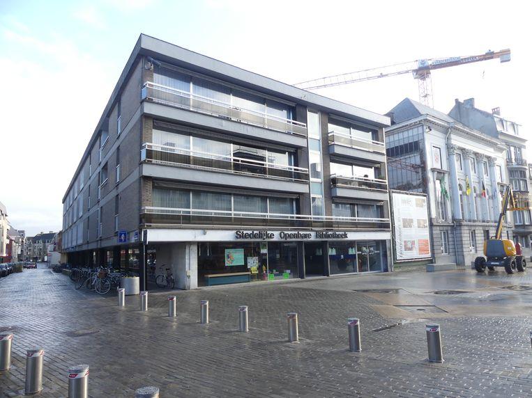 De stad Deinze wil de appartementen boven de bibliotheek kopen met het oog op de ontwikkeling van een nieuwe woonsite rond het oude stadhuis.