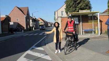 """Sp.a klaagt 'ondermaats' openbaar vervoer aan met race: """"Van Dentergem naar Poperinge? Fiets is soms nog sneller"""""""