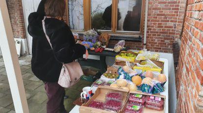 Welzijnsschakel 't Ver-Zet-Je deelt voedselbonnen uit nu toestroom uit supermarkten is opgedroogd