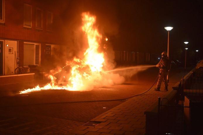 De brand ging gepaard met metershoge vlammen.