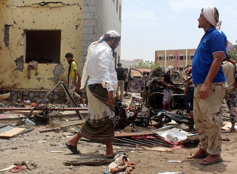 Regeringsgetrouwe strijders na een aanslag in Aden door IS. Beeld Wael Qubady / HH
