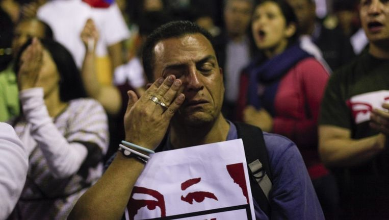 Man rouwt na overlijden Venezolaanse president Hugo Chávez Beeld EPA