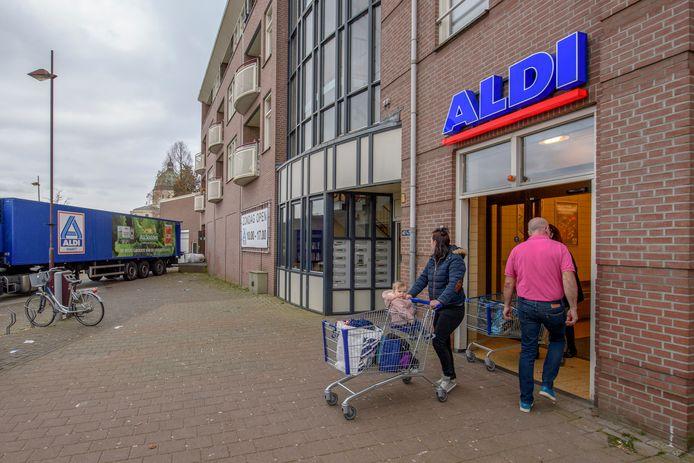 Aldi Oudenbosch huist nu nog aan het Oost-Vaardeke in het winkelcentrum.