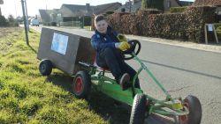 """Andreas (12) gaat wekelijks met zelfgemaakte vuilniskar op pad: """"Playstation? Zwerfvuil opruimen is leuker"""""""