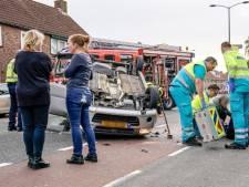 Scooterrijder onderuitgereden door botsende auto in Oosterhout