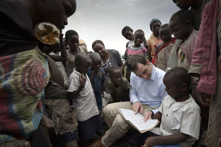 Minister van Ontwikkelingssamenwerking Alexander De Croo tijdens een bezoek aan het vluchtelingenkamp in Mugunga, Goma in februari.