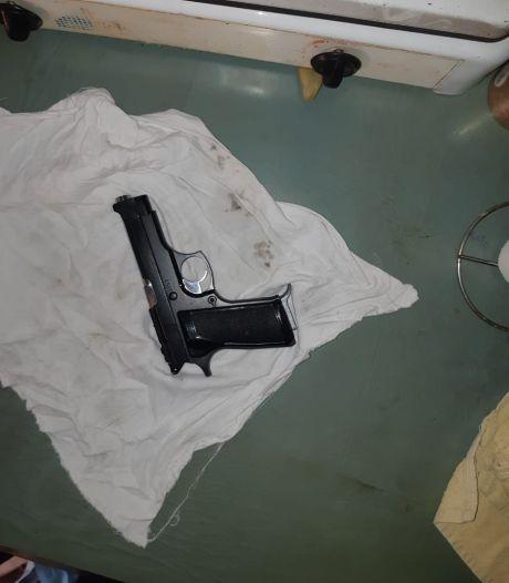 Politie vindt vuurwapen in tuinhuisje Roosendaal, verdachte (48) aangehouden