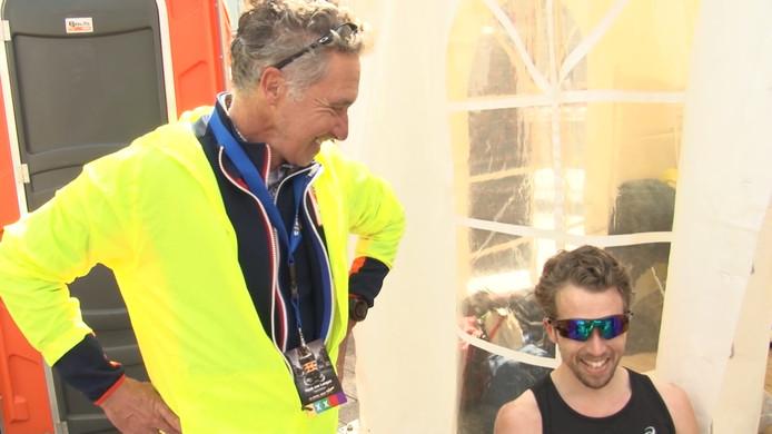 Marti ten Kate (l) met zijn zoon Fabian na de Enschede Marathon.